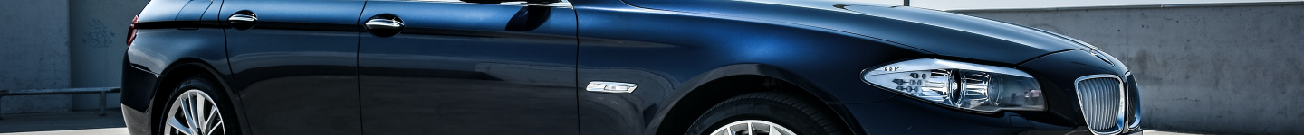 Valuation header image of a prestige car